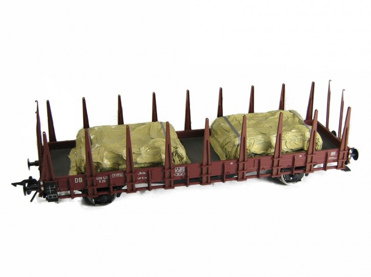 zwei Drehgestell unter Plane